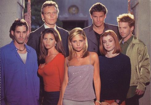 Buffy the Vampire Slayer season 3 cast shot: Nicholas Brendon, Charisma Carpenter, Anthony Stewart Head, Sarah Michelle Gellar, David Boreanaz, Alyson Hannigan, Seth Green.