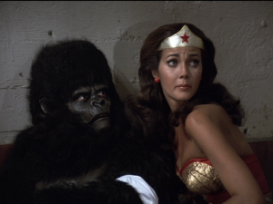 Wonder Woman tends to an injured Gargantua