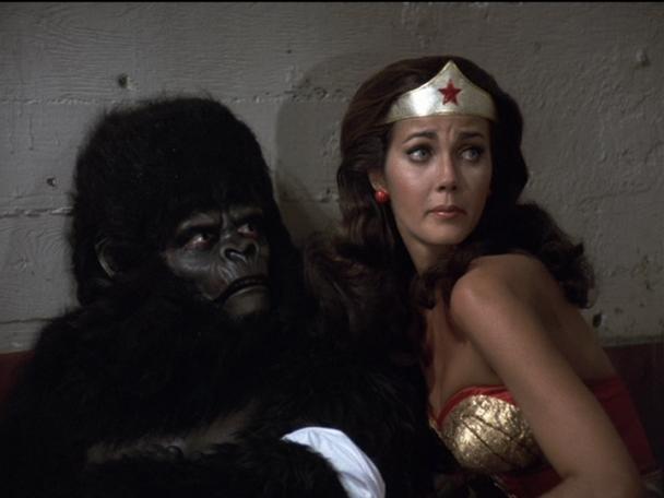 Wonder Woman tends to an injured Gargantua